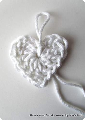 Scuola di uncinetto: come fare cuori semplici a crochet