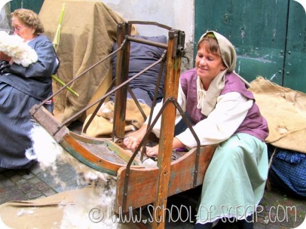 Il mercato degli antichi mestieri: la cardatrice