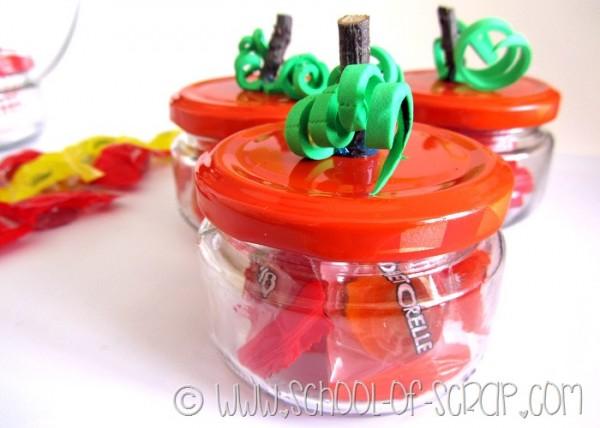 """Idee di Halloween: le zucche con le caramelle per """"dolcetto o scherzetto"""""""